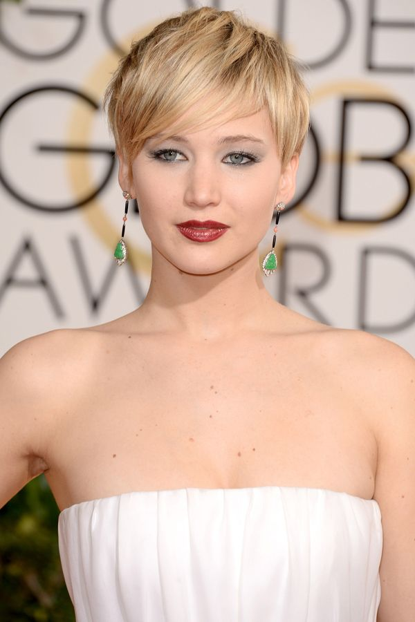 Found! The exact makeup Jennifer Lawrence was wearing at the 2014 Golden Globes: http://beautyeditor.ca/2014/01/13/jennifer-lawrence-golden-globes-2014/