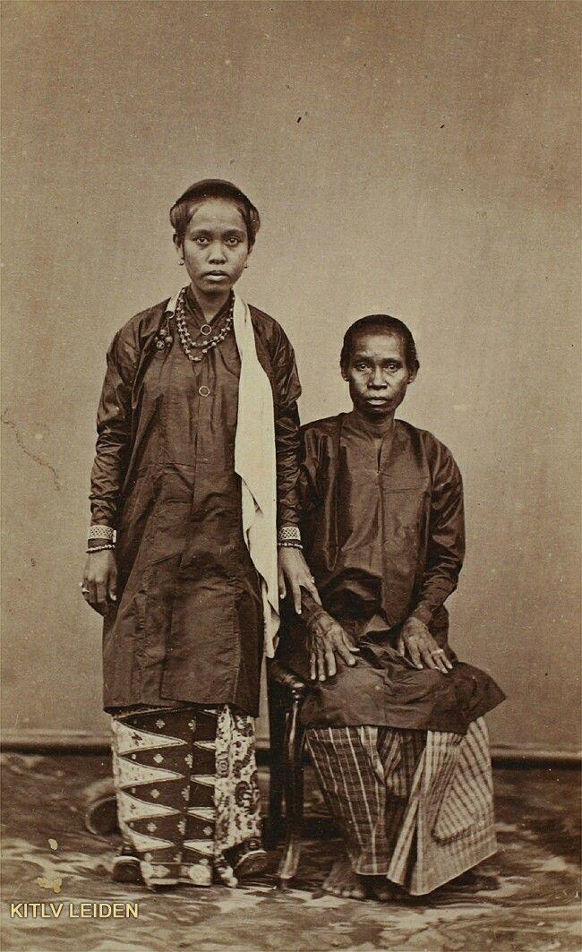 Twee vrouwen van Ambon. ca 1870