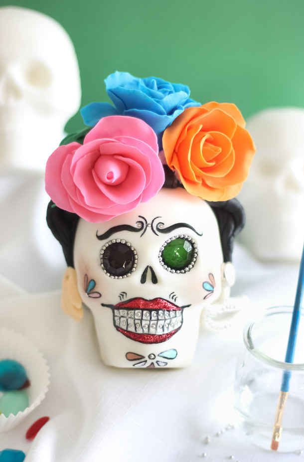 Sprinkle Bakes: How to Make Sugar Skulls for Day of the Dead Face Painting Tutorials, Face Painting Designs, Halloween Boo, Halloween Crafts, Vintage Halloween, Fall Crafts, Halloween Makeup, Halloween Costumes, Day Of The Dead Party