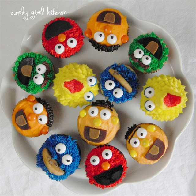 a Cookie Monster Cake and a Tutorial for Sesame Street Cupcakes