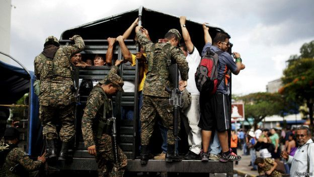 Paro forzado de transporte en El Salvador