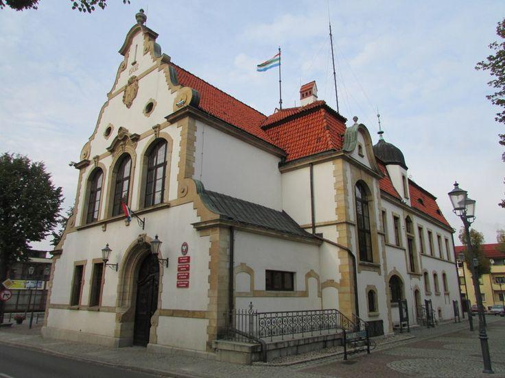 Ratusz w Twardogórze, wybudowany w 1902 roku.