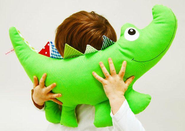Kuscheltiere - Kuscheltierkissen Krokodil mit Namen kariert - ein Designerstück von josefines-kinder bei DaWanda