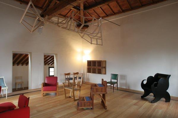 Il Museo sulle Arti Applicate nel Mobile, primo ed unico museo in Italia nel suo genere, è un luogo magico che racchiude decenni di ricerca e storia del design italiano.