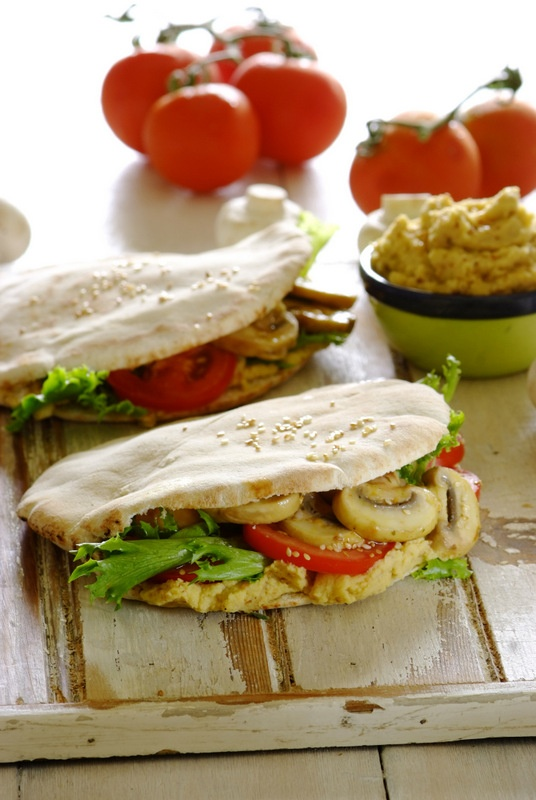 Pita Breads stuffed with sautéed mushrooms &  home-made hummus! A fabulous choice for #MeatFreeMonday
