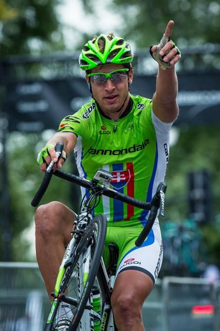 Peter Sagan (Cannondale) pulls his wheelie for the fans Photo: © Oran Kelly / PhotoSport International