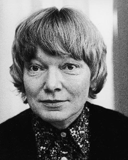 Inger Christensen (1935-2009) var først og fremmest kendt for sin lyrik og betragtes som en af Danmarks mest respekterede digtere; hun blev flere gange nævnt som kandidat til Nobelprisen.