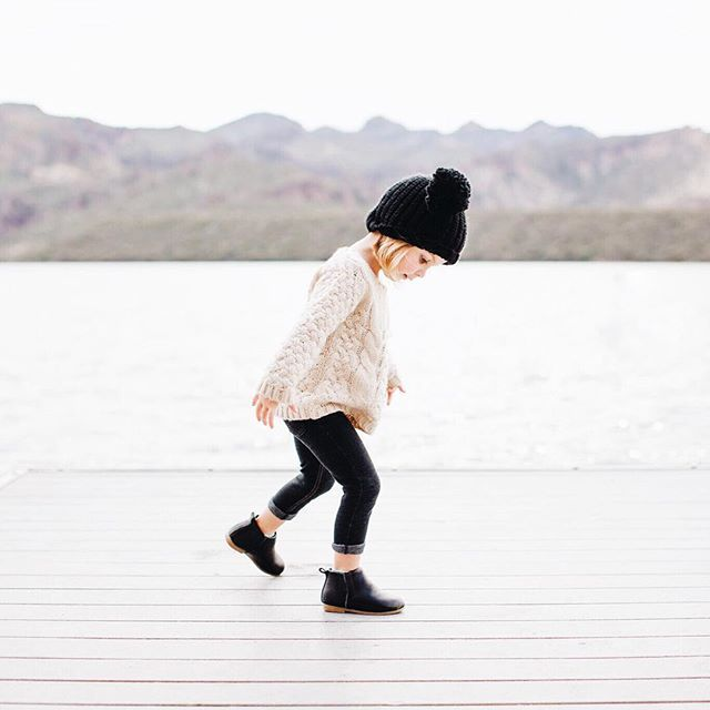 This tiny fashionista has my dream back to school outfit on. Nice style, little one!