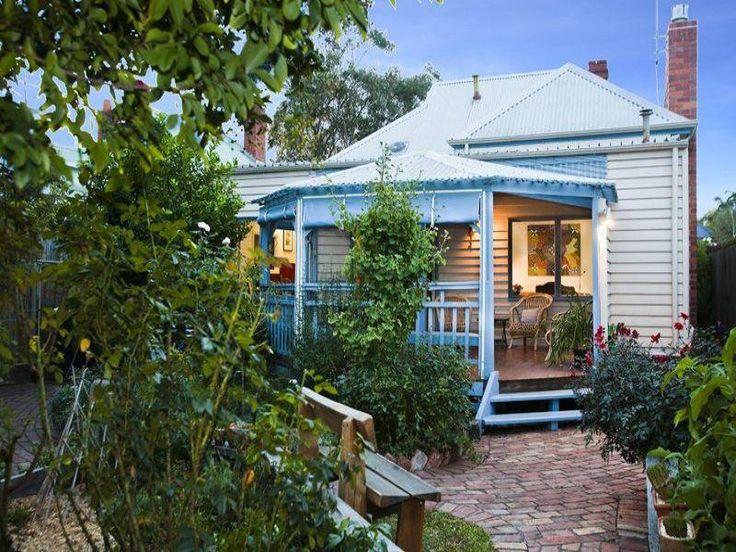 Australian native garden design using pavers with balcony & fountain.