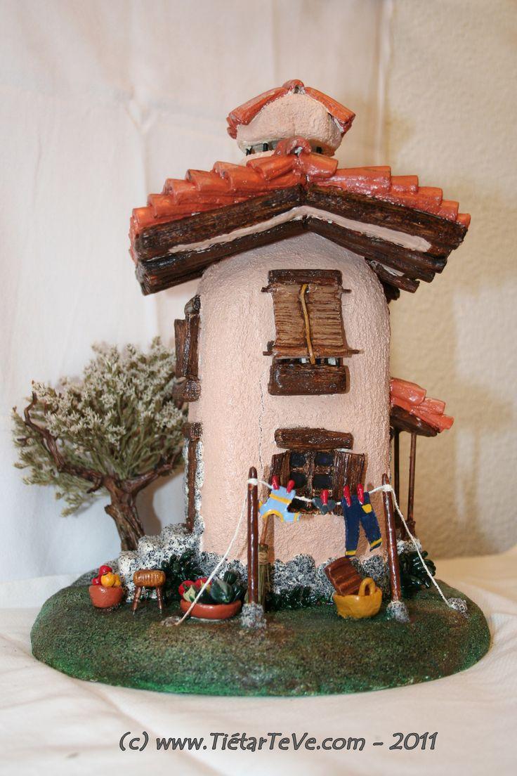Casa en 3d realizada en pasta de papel sobre una botella - Manualidades sobre madera ...