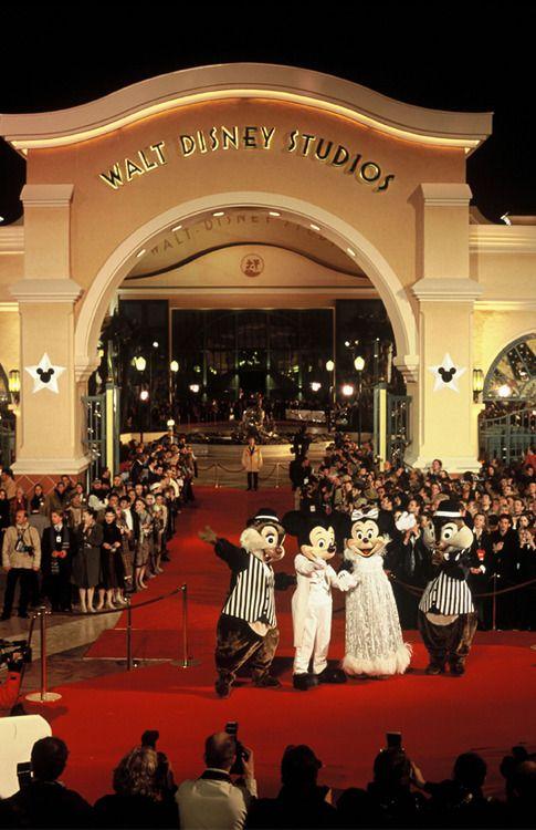 lamagiededisney:  The opening of Walt Disney Studios