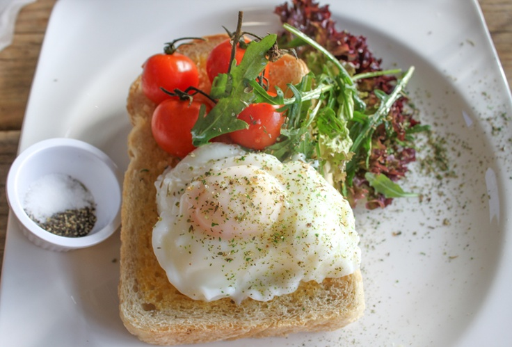 poached eggs with fried vine tomatoes | yummy. | Pinterest