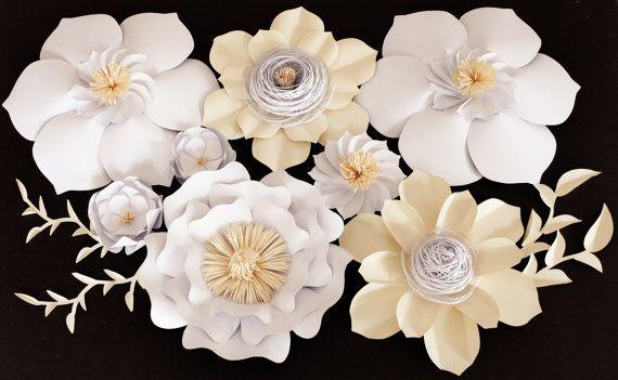Flores de papel grandes para bodas, eventos y todas las ocasiones. (Elige tus propios colores)  Este arreglo de flores de papel elegante haría un precioso centro de mesa para su próximo evento. Cada pétalo es corte, esculpido y meticulosamente montado. Gran atención al detalle se muestra en cada flor y verde. Flores serán ligeramente diferentes entre sí y hecho a la medida.  ---------------------------------------------------------------------------------------------------------  Este…