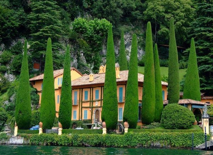 Como Lake, Italy: Italian Villas, Como Lakes, Houses, Posts, Lakes Como Italy, View, Places, Italian Gardens, Beautiful Italian