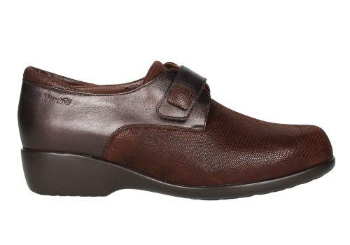 Zapato marrón de ante combinado con tejus