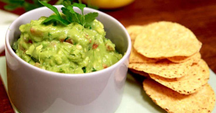 Tommy Myllymäkis perfekta guacamole, en avocadoröra som är god som dipp till nachos.