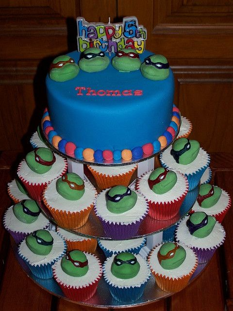 Teenage Mutant Ninja Turtle Birthday Cake and Cupcakes, would be so cute
