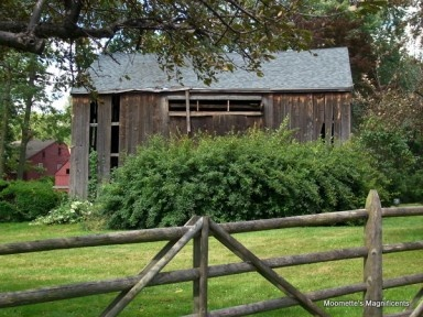 Connecticut historic barns #Connecticut #barn  http://moomettesmagnificents.com/blog/connecticut-river-cove-warehouse/