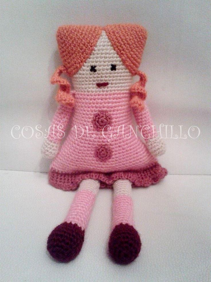 Muñeca cuadrada con coletas - 15 euros.