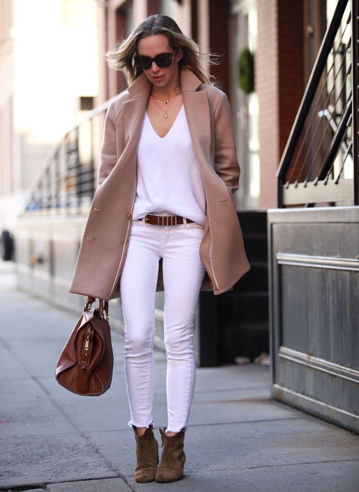 Como les comenté en un post anterior el blanco es un color que no suele asociarse al invierno. Cuando el clima esta frío automáticamente (y como reflejo), pensamos en chompas negras, pantalones plo…