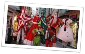 5 Artisti: giocolieri, trampolieri, scultori di palloncini, fantasisti ecc., in costume a tema natalizio.