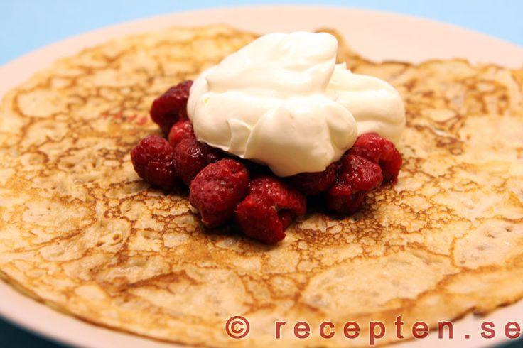 Pannkakor - Recept på klassiska pannkakor som är enkelt att göra och många barns favoritmat. Bilder på receptet steg för steg.