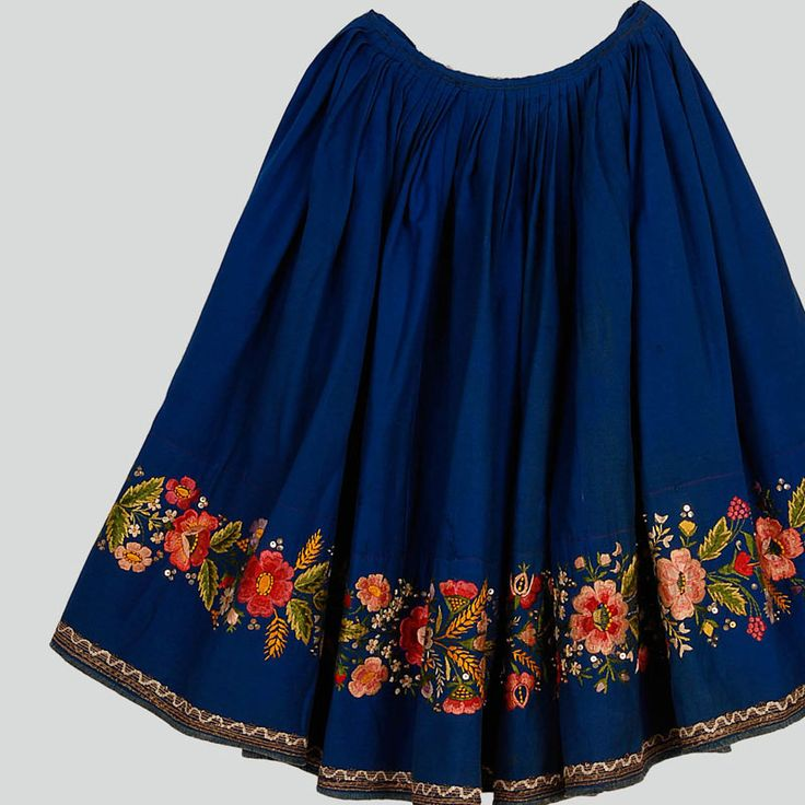 Wool skirt decorated with embroidery, sequins and haberdashery trimmings. Hemmed with chequered cotton tape. Hemline with frayed trimming. Machine-sewn.    Western Krakowiak Folk, Kraków area, 1920s-1930