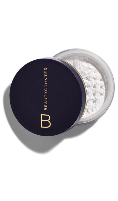 Mattifying Powder blends invisibly to set makeup, absorb shine, and reduce the appearance of pores and fine lines. Leaves skin smooth with a natural, even finish and no white residue. Suits all skin tones.