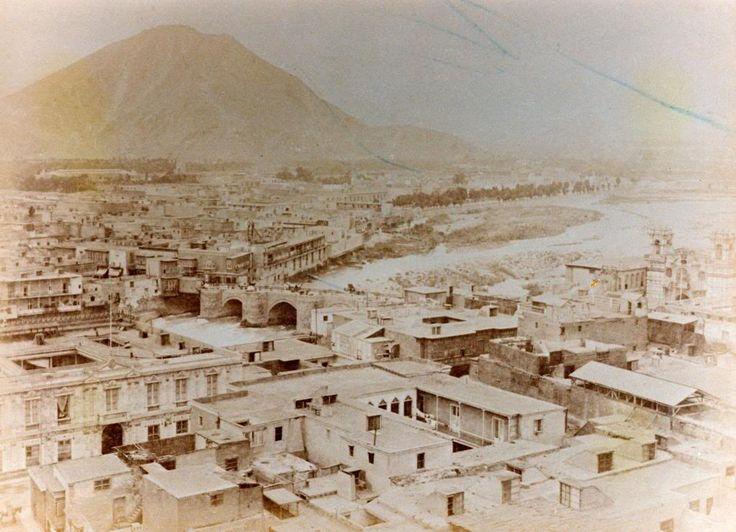 Lima Cerro San Cristobal y rio rimac desde las torres de una iglesia