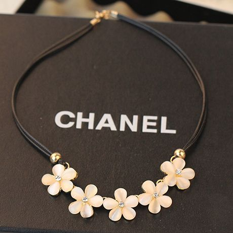 Free shipping Korean version of the 2014 new wild flower necklace opal short leather cord chain sweater chain ossicular chain female tide
