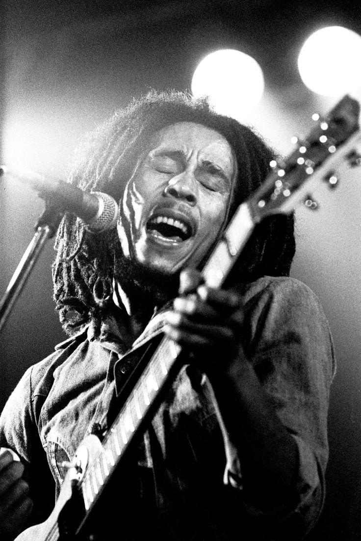 1981 Muore il cantautore jamaicano bob marley, re della musica reggae.