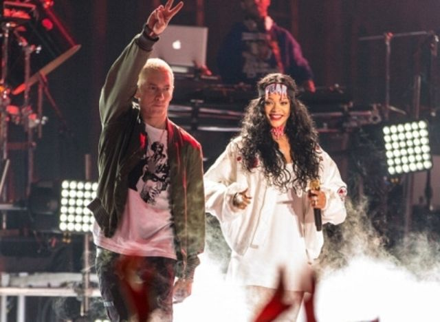 Eminem, Rihanna to Perform at Veterans Day Concert  http://henryeveesencia.blogspot.com/2014/10/eminem-rihanna-to-perform-at-veterans.html