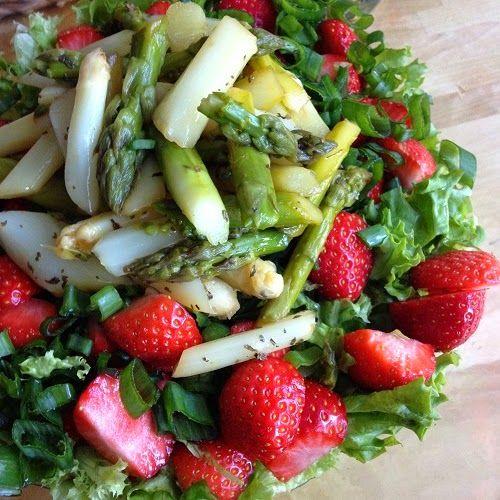 Erdbeer-Spargel-Salat mit Karamell-Balsamico-Dressing