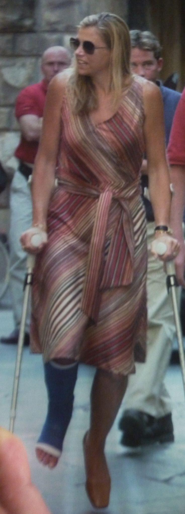 Maxima in Milaan, ze heeft haar voet gebroken in 2001.