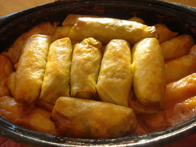 The Real Meal: Ukrainian Cabbage Roll Recipe - Rice Holubtsi-  Make these paleo/GAPS friendly by using ground meat instead of rice, and real butter instead of margarine (who really still thinks margarine is healthy anyway???)  I've got a head of cabbage in the fridge, I know what I'm making tomorrow!