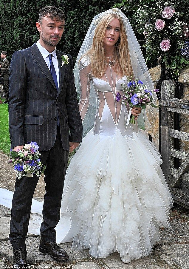 Best Wedding Dresses Images On Pinterest - Lady worst wedding guest history