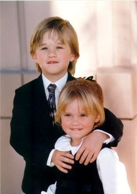 Haley Joel and Emily Osment brother and sister actorsHaley Joel Osment And Emily Osment