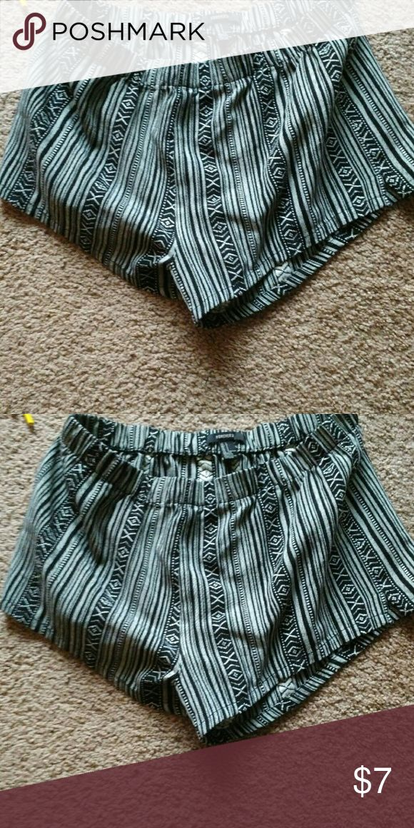 Shorts Never worn aztec shorts. Very cute Forever 21 Shorts Bermudas