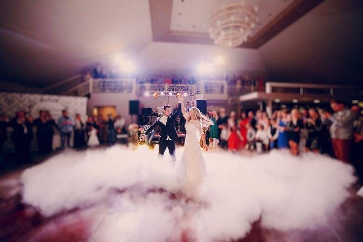 Diese Tanzart gehört zu eurem Lied beim Eröffnungstanz! Foto: Oleg Baliuk / Shutterstock