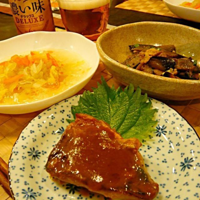 スープには、明日買い物に行くので、冷蔵庫のお掃除で白菜、人参も入れてクタクタにしました。仕上げに胡麻油とラー油で美味しくできました✨ - 38件のもぐもぐ - 鰆の味噌焼き、茄子のコチュ炒め、セロリと春雨の中華スープ by masako522