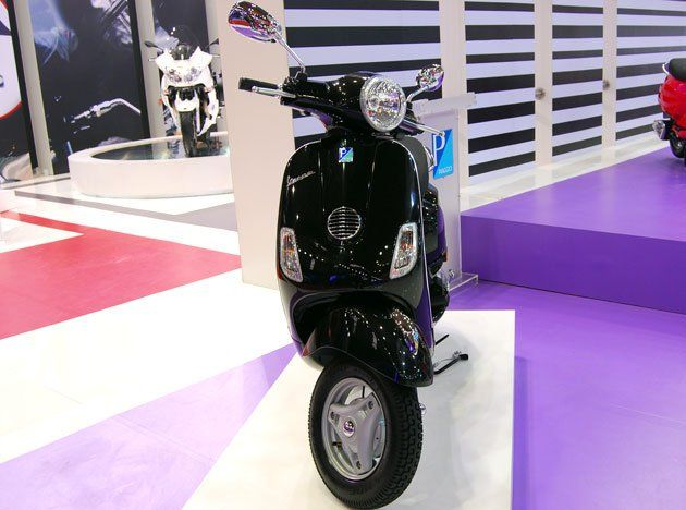 The wait is over for India's first lifestyle automatic scooter as the Vespa LX 125 has been launched in Indian market at a price of Rs 11,661 (ex-showroom Maharashtra). Following the launch event, Bramati Vespa plat will be inaugurated on the 28th of this month.