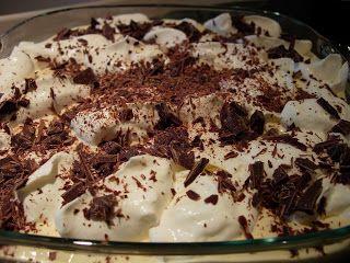1 embalagem de Mascarpone (250g) 1 embalagem de natas frescas (pequena) Palitos La Reine (os melhores vendem-se em Pastelarias) 4 cafés expr...
