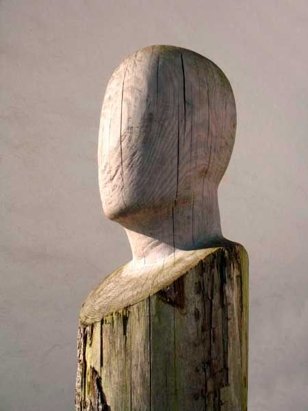 Wooden head by Belgian sculptor Patrick Meylaerts. His faceless portraits have a mystery about them.