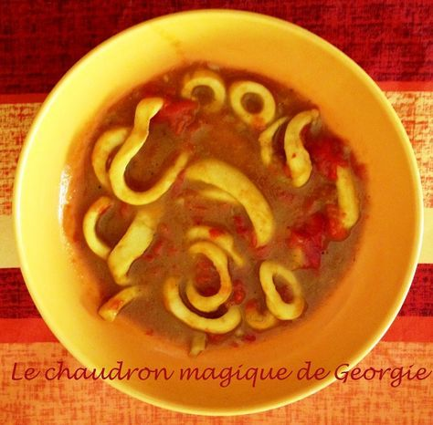 La cuisson au thermomix est parfaite pour les calamars qui restent bien moelleux et ne sont pas caoutchouteux, un délice!!! A accompagner avec du riz basmati/thaï (recette ici). Pour 2 personnes: 600 g d'anneaux de calamars, 1 gros oignon, 1 échalote,...