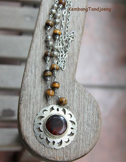 Promoting my Inodnesian heritage. Modern meet ethnic. A necklace by Kembang Tandjoeng :)