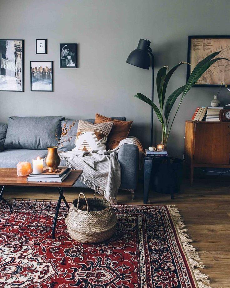 Klassischer Teppich im Wohnzimmer. Bietet eine warme Atmosphäre im Raum.