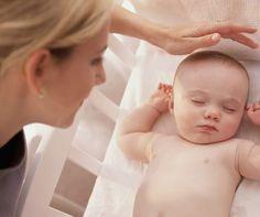 Além de tranquilidade para os pais, o hábito de dormir na própria cama ou berço ajuda a desenvolver a autonomia do bebê