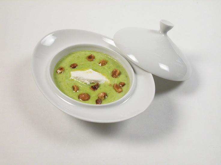 Crema di asparagi verdi, ricotta fresca e nocciole
