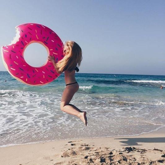 A day at the beach is oh-so-sweet! 🍩 📷: @leska.__ . . . . . . . . #hotel #ayianapa #visitcyprus #cyprus #island #mediterranean #beachlife #greciansands #greciansandshotel I