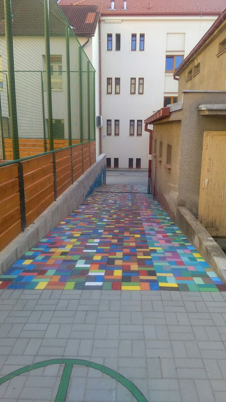 Brick road (age 7-18)